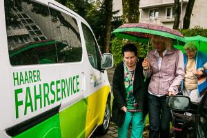 Ein wichtiger Service für Ältere und Menschen mit Handicap: der Haarer Fahrdienst. Natürlich Umweltfreundlich ein Elektro-Auto.