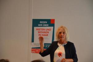 Bürgermeisterin Gabriele Müller schildert die Situation in Haar.