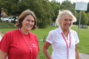Unsere Bürgermeisterinnen Gabriele Müller und Katharina Dworzak freuen sich über die vielen Gäste und die gute Stimmung.
