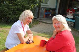 Für die Erwachsenen bleibt Zeit für Gespräche, zum Beispiel mit Bürgermeisterin Gabriele Müller.
