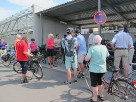 Die Nord-Seite vom Haarer Bahnhof ist endlich fertig. Beim Rest warten wir (mal wieder) auf die Bahn.